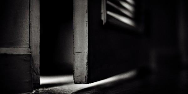 Detrás de la puerta…
